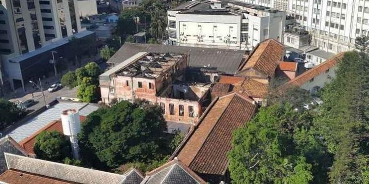 Déficit financeiro da Santa Casa de BH e idade do prédio surgem como possível estopim para incêndio