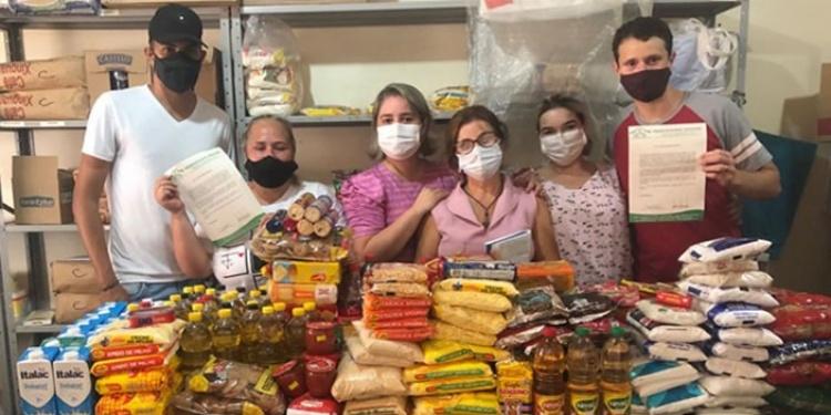 Hospital São Pio X recebe doação de alimentos de alunos da Faculdade Evangélica de Ceres